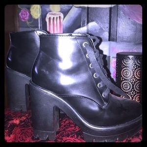 Shoes - Chunky style boots